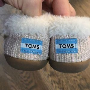 Toms girls size 6